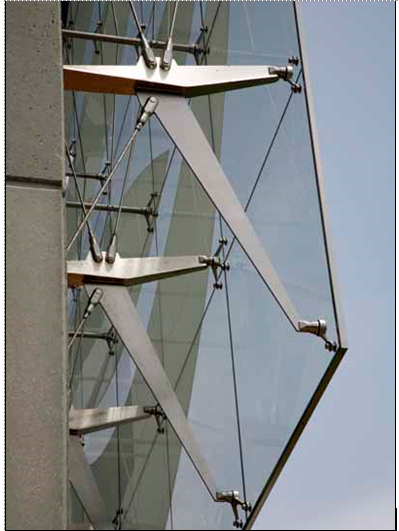 Stainless steel sign support, Tampa. Photo: TriPyramid Structures, Inc.