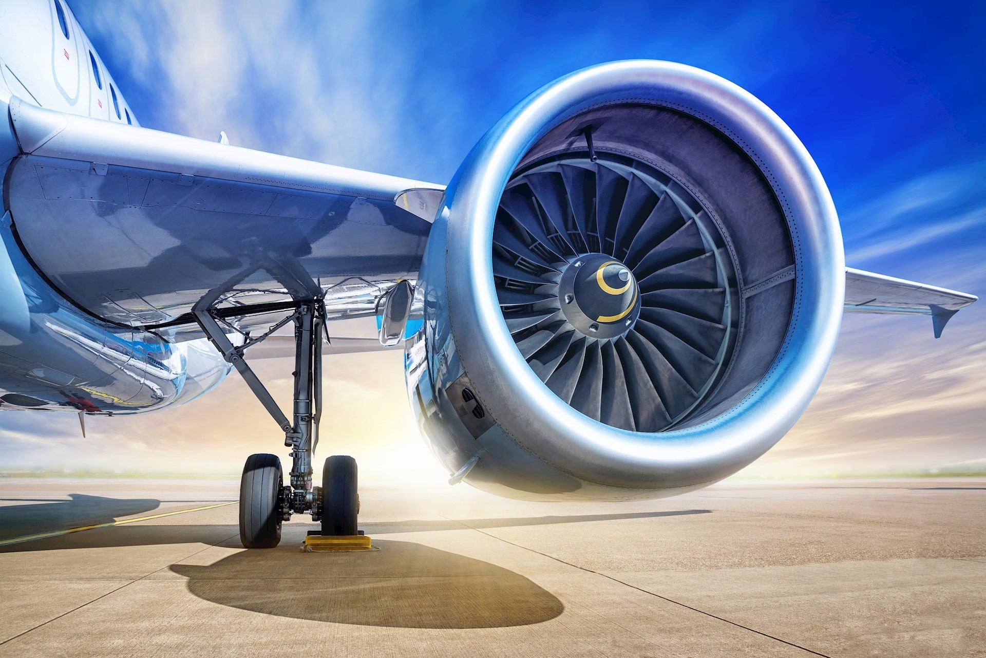 Maraging steel with 18% nickel content possesses the impact-fatigue strength required for aircraft landing gear